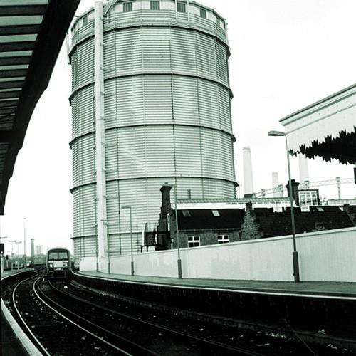 09-1996-11-battersea-park-station-approach1