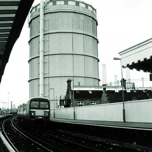 09-1996-11-battersea-park-station-approach2